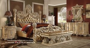Set Tempat Tidur Ukir Jepara Mewah Duco Antik